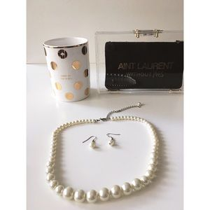 Jewelry - Stunning set of Pearl Necklace and Earrings